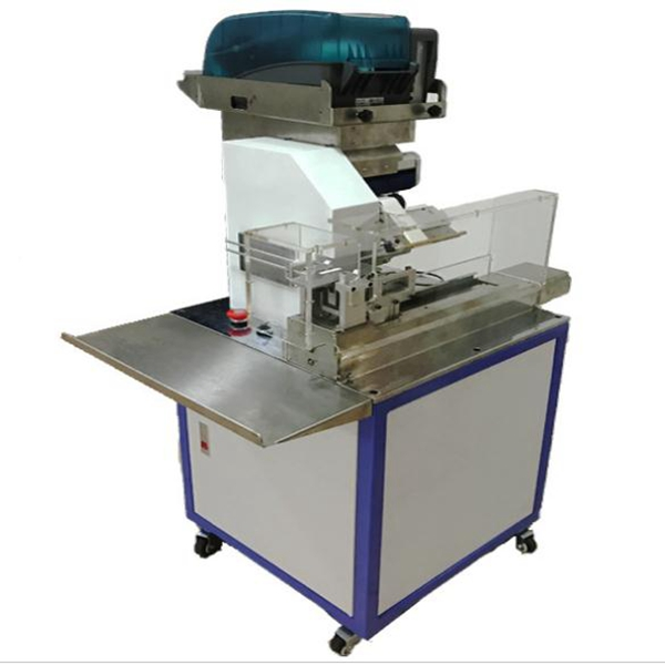 Semi-automatic label folding machine